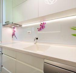 Iluminación encimera de cocina en Qmadis
