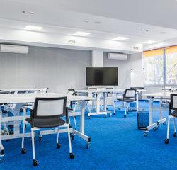 Iluminación Sala Conferencia con Panel IndiviLED en Qmadis