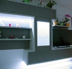 Iluminación lineal Led en estantes en Qmadis