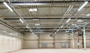 Iluminación almacén con pantallas LED estanca en Qmadis