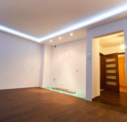 Iluminación lineal Led en Salón en Qmadis