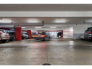 Iluminación aparcamiento con pantallas LED estanca en Qmadis