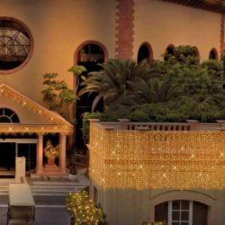 Iluminación con luces de navidad Led en fachada