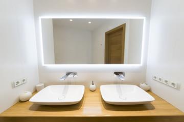 Iluminación para baños pequeños ¿cómo mejorar su aspecto hoy mismo?