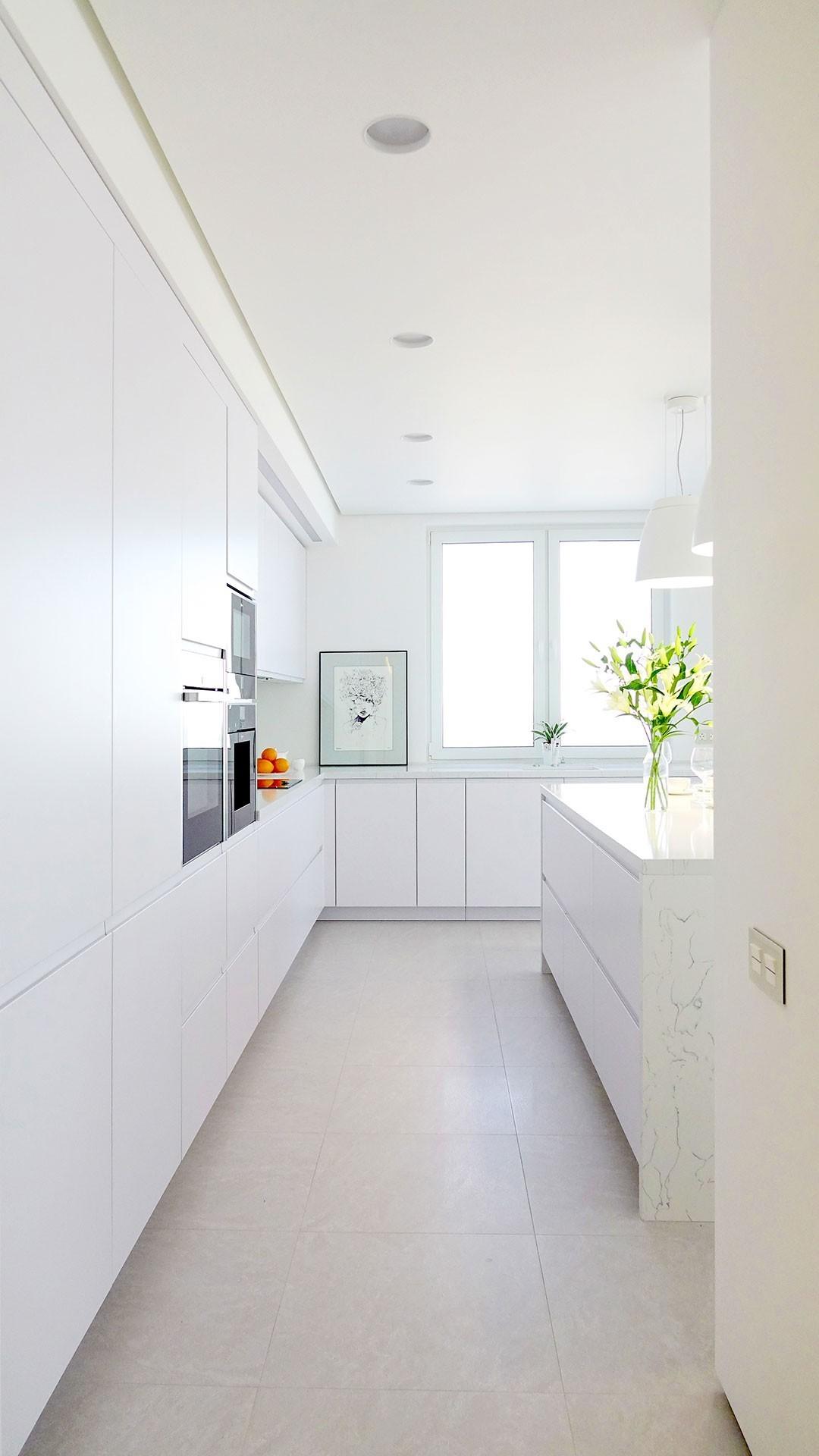 Iluminación de cocina minimalista con encanto con luminarias arkoslight en qmadis