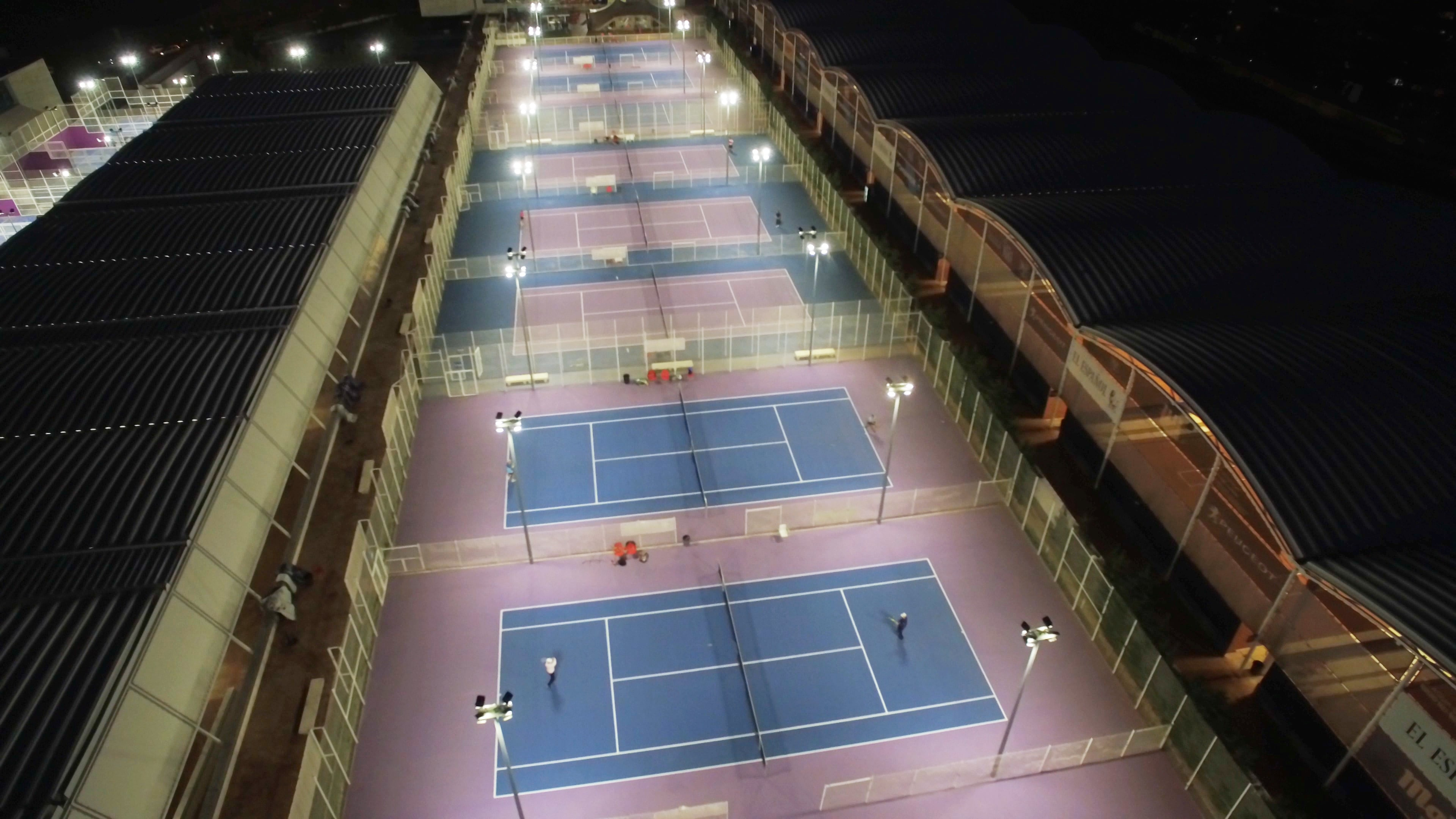 Iluminación de pistas de pádel con focos LED Ledvance