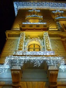 Luces de navidad ¿Cómo quieres decorar la fachada de tu casa?