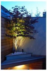 Iluminación con proyectores Led para jardín