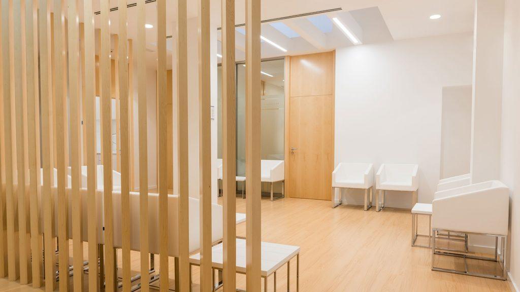 IIluminación sala de espera con empotrable Lex Eco de Arkoslight en Qmadis